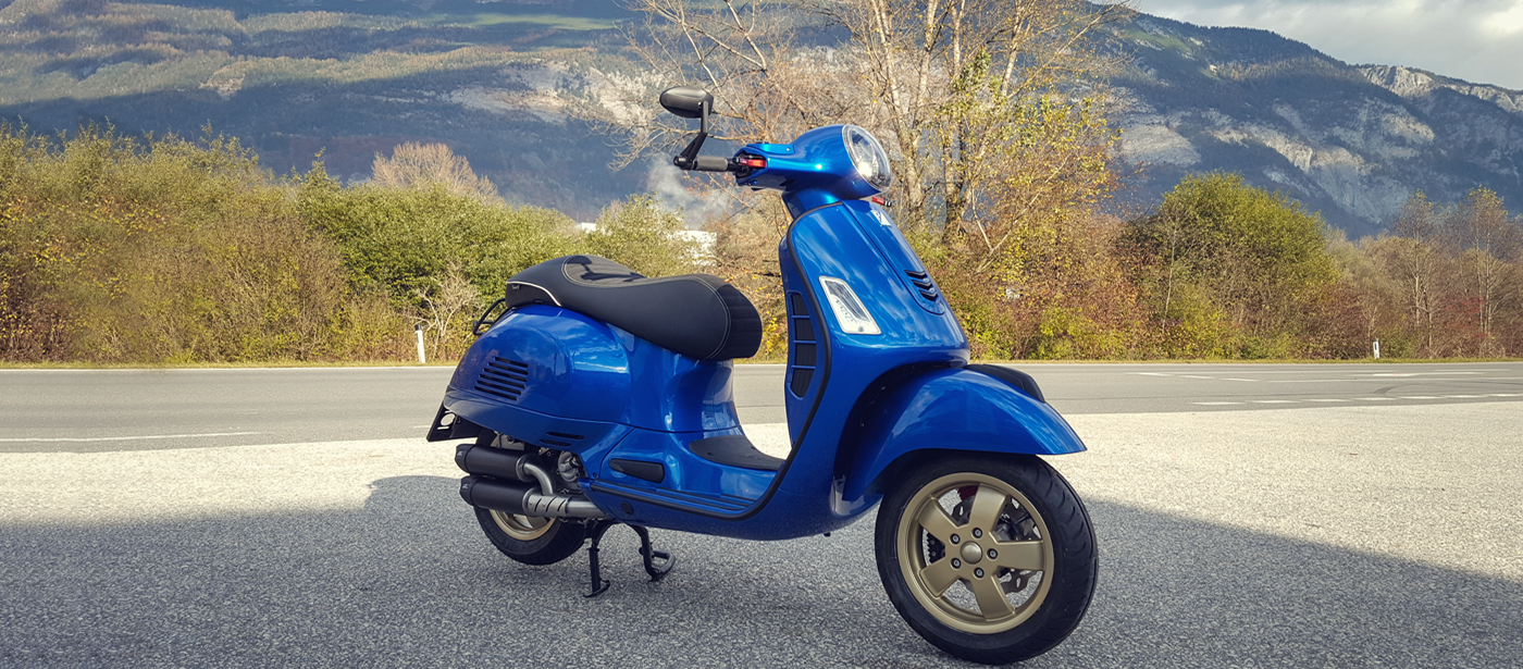Vespa GTS 300 ABS Gold Blue
